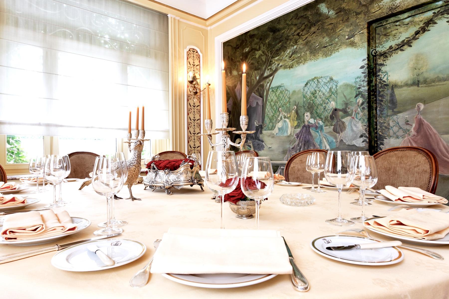 Lasserre A Michelin Star Restaurant In Downtown Paris