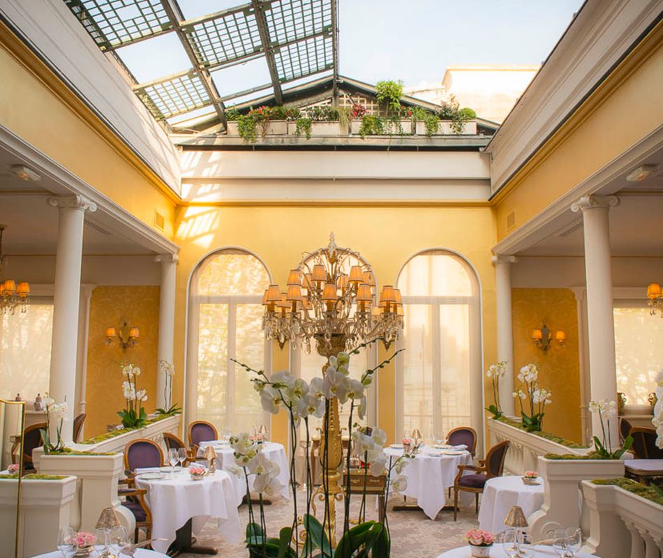 Galeries Photos Du Restaurant Lasserre Paris